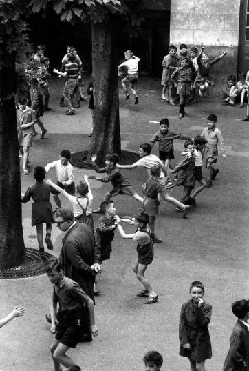 Robert Doisneau - La cour de récréation 1956